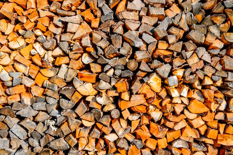 Peças de madeira empilhadas